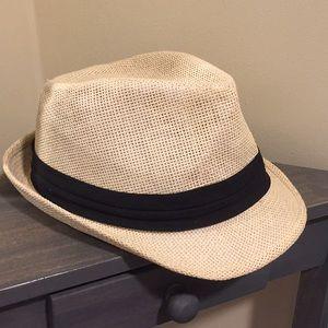 Light straw fedora hat